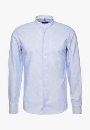 SLIM FIT MIT PATCH PINPOINT - Camicia elegante - royal