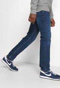 Mustang - WASHINGTON - Straight leg jeans - denim blue - 3
