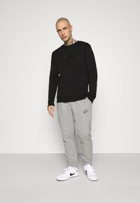 Nike Sportswear - Pantalones deportivos - dark grey heather - 1