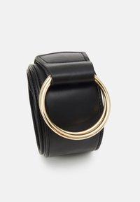 Pieces - PCAKULA WAIST BELT - Waist belt - black/gold-coloured - 2