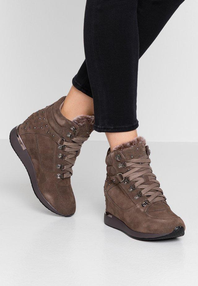 Zapatillas altas - taupe