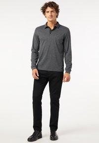 Pierre Cardin - GESTREIFT - Polo shirt - schwarz - 1