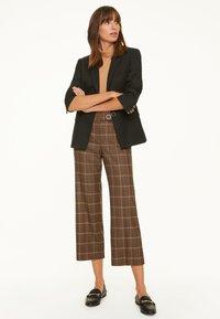 comma - Trousers - black woven check - 1