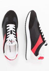 Calvin Klein Jeans - JERROLD - Sneakersy niskie - black/racing red - 1