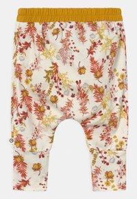 Müsli by GREEN COTTON - CALENDULA VOLUME BABY - Trousers - cream - 1