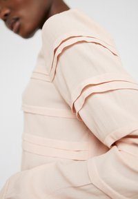 Bruuns Bazaar - LILLI DEENA BLOUSE - Blouse - cream rose - 5