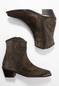 Billi Bi - Cowboy/biker ankle boot - army - 3