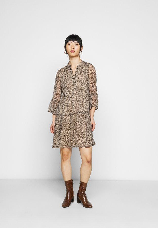 VMKAY 3/4 SHORT DRESS  - Vestido informal - tan