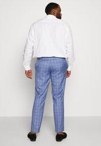 Isaac Dewhirst - BLUE CHECK SUIT PLUS - Suit - blue - 4