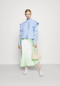 Gina Tricot - DINAH FRILL BLOUSE - Button-down blouse - blue bell - 1