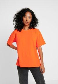 Moves - ZILVA - T-shirts - neon orange - 0