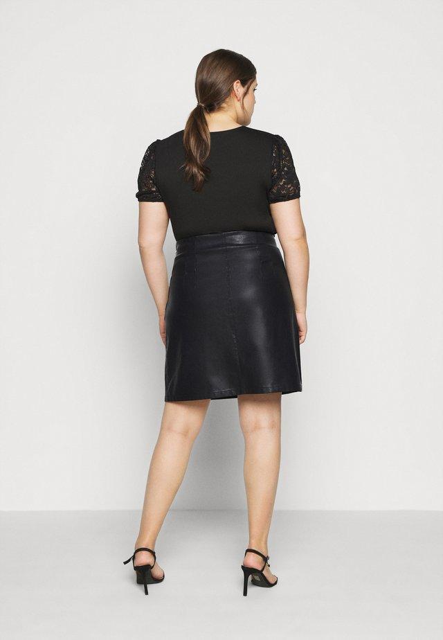 NMNEW REBEL SHORT SKIRT CURVE - Jupe en cuir - black