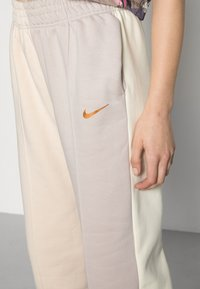 Nike Sportswear - PANT - Pantalon de survêtement - pearl white - 4