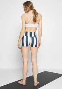 Wolf & Whistle - STRIPED RUNNING SHORTS - Legging - blue - 2