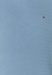 Tommy Hilfiger - FINE ZIG ZAG CREW NECK - Neule - colorado indigo - 2