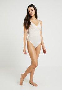 Triumph - CONTOUR SENSATION - Body - nude beige - 1