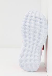 adidas Performance - RAPIDARUN UNISEX - Neutral running shoes - glow grey/grey one/signal pink - 5