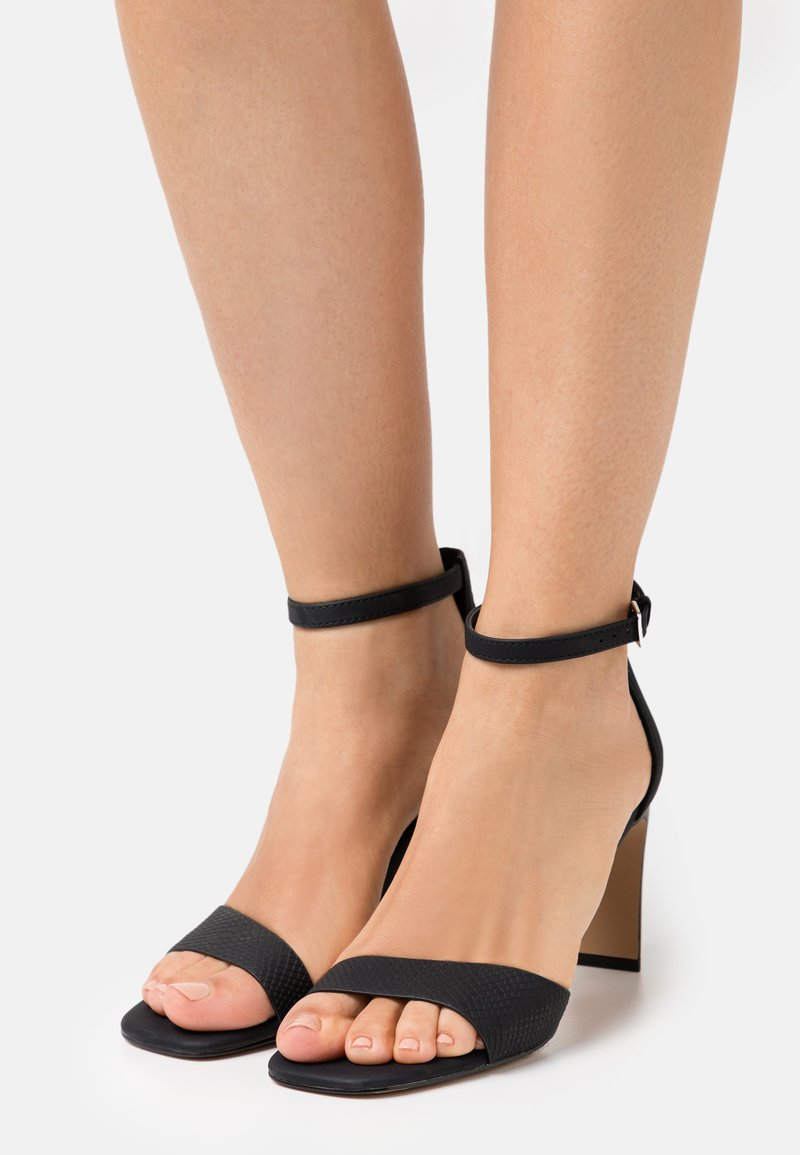 Call it Spring - OLLILLE - Sandály - black