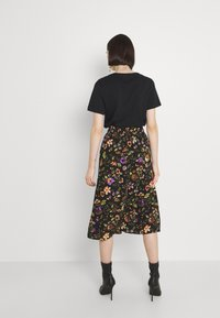 Pieces - PCFALISHI SKIRT - A-line skirt - black/flowers - 2
