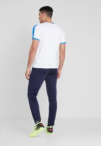 Puma - LIGA TRAINING PANTS - Spodnie treningowe - peacoat/white - 2