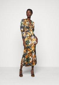 Never Fully Dressed Tall - BLOOM PRINT LINDOS DRESS - Robe d'été - navy/multi - 0