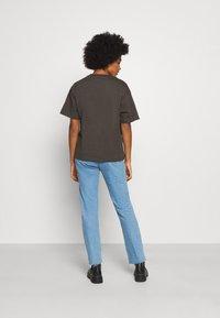 Monki - MAI TEE - Print T-shirt - grey dark - 2