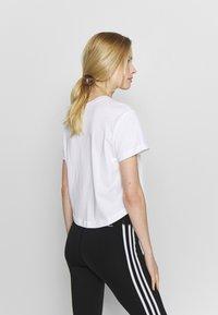 Champion - CREWNECK - T-shirts med print - white - 2