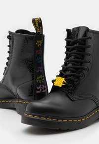 Dr. Martens - 1460 KH-8 EYE BOOT UNISEX - Veterboots - black - 5