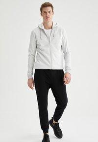 DeFacto - Pantaloni sportivi - black - 1