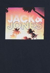 Jack & Jones - JORAZURE TEE CREW NECK - Print T-shirt - navy blazer - 2