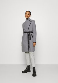 Vero Moda - VMWATERFALL CLASS - Classic coat - light grey melange/black - 1