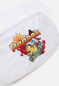 Reebok Classic - TRAVEL WAISTBAG UNISEX - Bum bag - white - 3