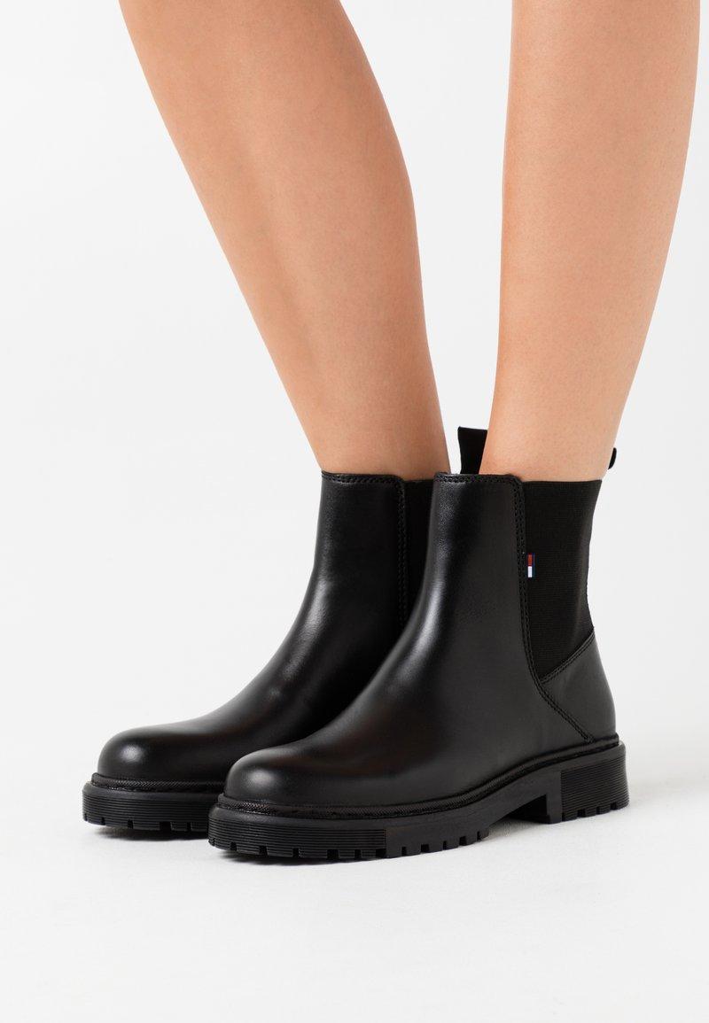 Tommy Jeans - ESSENTIAL CHELSEA BOOT - Støvletter - black