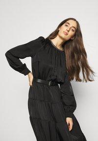 MICHAEL Michael Kors - CHAIN TIERED DRESS - Vestito lungo - black - 4