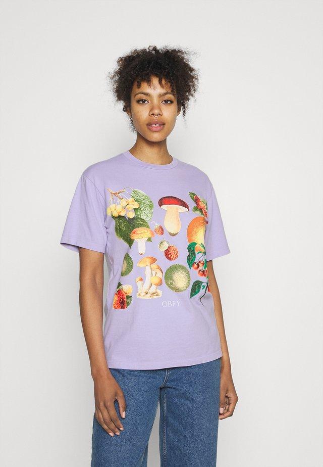 MUSHROOM GARDEN - Printtipaita - lavender