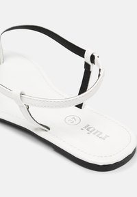 Rubi Shoes by Cotton On - EVERYDAY MADDIE - Japonki - white - 5