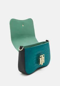 Tommy Hilfiger - LOCK CROSSOVER CROC MIX - Across body bag - green - 2