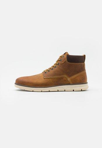 JFWTUBAR - Lace-up ankle boots - honey