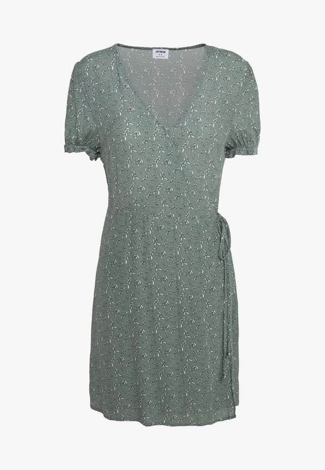 AMY WRAP MINI DRESS - Hverdagskjoler - chinois green