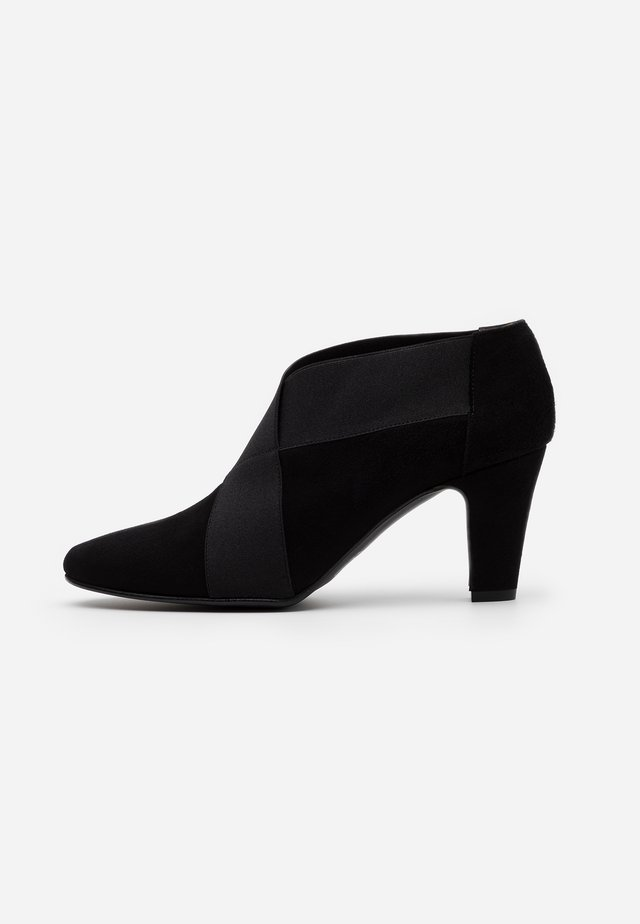 VALERIA - Botines bajos - black
