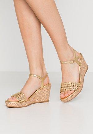 LOBI - Sandály na vysokém podpatku - gold
