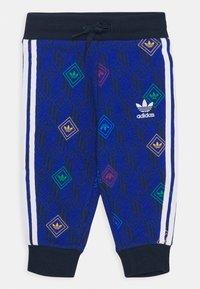 adidas Originals - HOODIE SET UNISEX - Trainingsanzug - conavy/white - 2