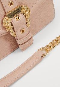 Versace Jeans Couture - DISCOBAGCOUTURE  - Across body bag - nudo - 4