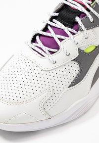 McQ Alexander McQueen - DAKU - Baskets basses - white/fluro - 2