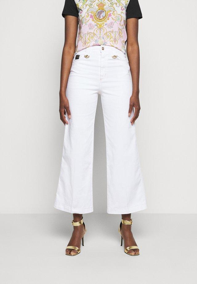 Široké džíny - optical white