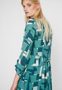 Noa Noa - DRAPE - Robe chemise - green - 4