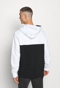 Calvin Klein - COLOR BLOCK ZIP THROUGH HOODIE - Huvtröja med dragkedja - black/white - 2