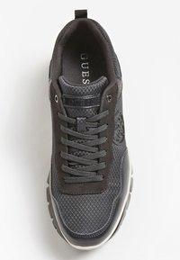 Guess - DREAMER 4G LOGO - Sneakers basse - schwarz - 3