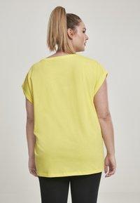 Urban Classics - EXTENDED SHOULDER TEE - Camiseta básica - brightyellow - 2