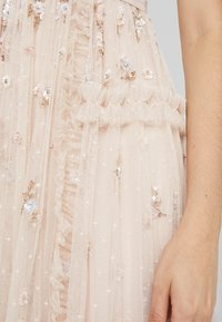 Needle & Thread - SHIMMER DITSY GOWN - Ballkjole - pearl rose - 6